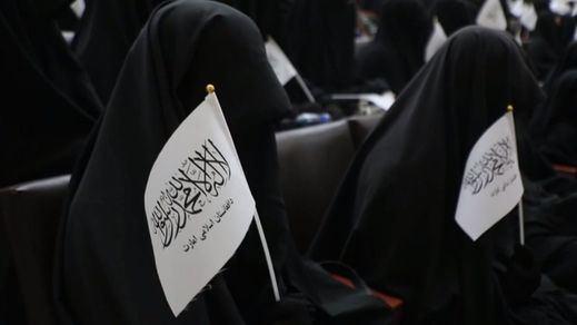 Los talibanes permitirán que las mujeres estudien, pero en aulas separadas de los hombres