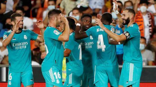 El Real Madrid suma y sigue y ya es líder en solitario (1-2 en Valencia)