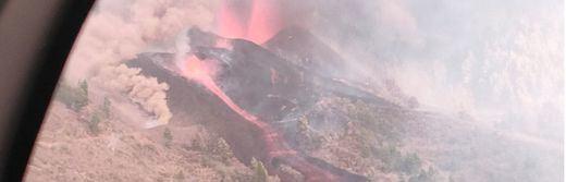 El Gobierno canario estima que las coladas de lava llegarán al mar esta noche