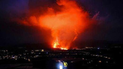Volcán de La Palma: un río de lava fluida se dirige al mar pero baja de velocidad