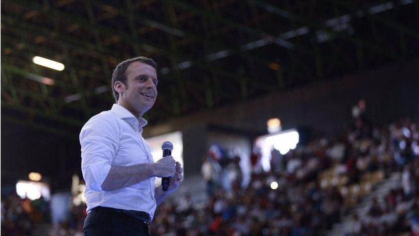 Un joven lanza un huevo a Macron al grito de 'viva la revolución'