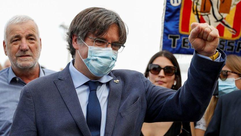 Puigdemont regresa a Bruselas y anuncia que volverá a Cerdeña para comparecer ante el juez