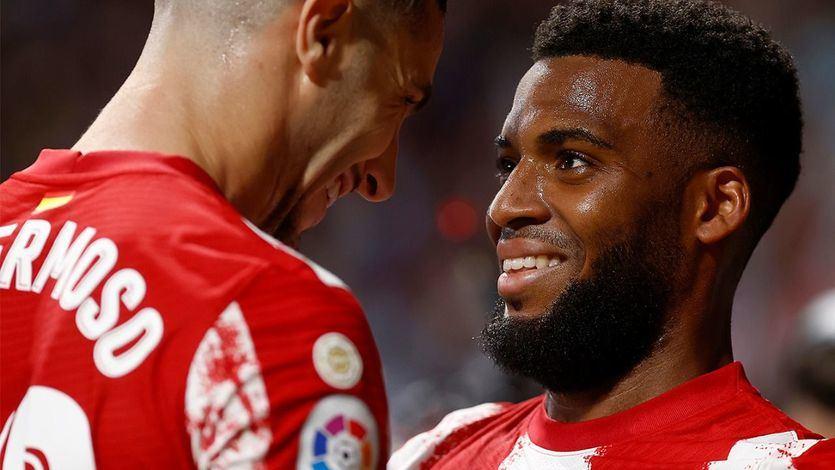 El Atlético se impone con contundencia al Barcelona con 2 goles de Suárez y Lemar
