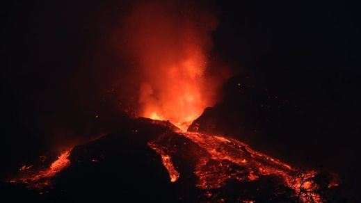 El cono del volcán de La Palma sufre un derrumbe y aumenta el caudal de lava