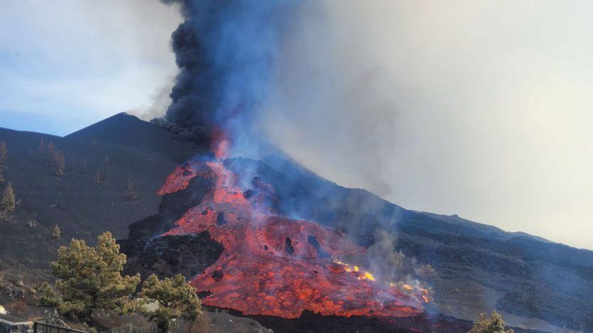 Volcán La Palma: las primeras coladas se debilitan mientras que la nueva se aproxima al mar con rapidez