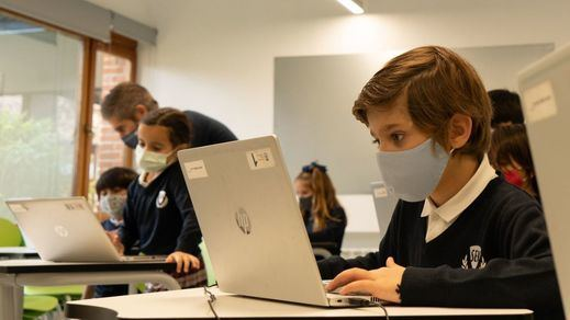 Madrid finalmente permitirá que los escolares no utilicen la mascarilla en el recreo