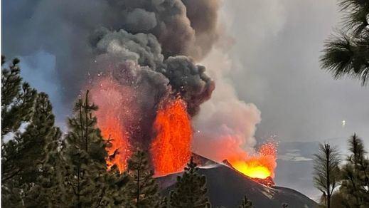El cono principal del volcán de La Palma sufre un derrumbe parcial