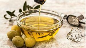 Un análisis de la OCU destapa 2 aceites de oliva que se comercializan como virgen extra pero no lo son