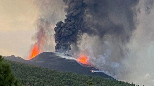 Volcán de La Palma: aumenta la emisión de lava tras el colapso del cono volcánico
