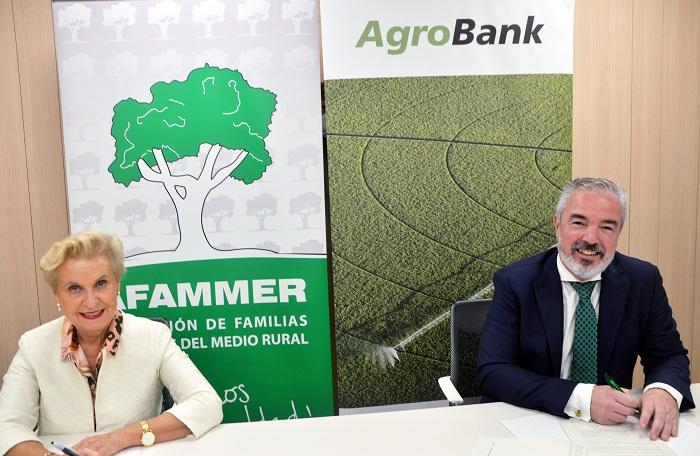 Carmen Quintanilla, directora de Afammer, y Carlos Seara, director de AgroBank