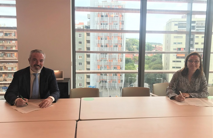 Carlos Seara, director de AgroBank, y Mireia Torres, presidenta de la Plataforma Tecnológica del Vino
