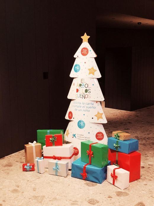 CaixaBank moviliza a toda su red de oficinas para que 25.000 niños y niñas en situación de pobreza tengan el regalo de Navidad que desean