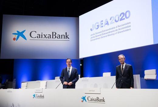 Los accionistas de Caixabank dan luz verde a la fusión con Bankia