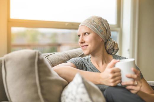 CaixaBank y la AECC promueven una campaña de donativos a favor de la investigación contra el cáncer y la asistencia a los pacientes