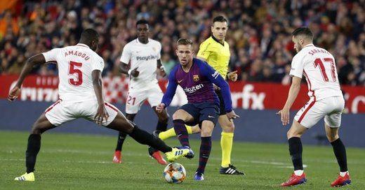 El Barça, doblemente al borde de la eliminación de la Copa (2-0 en Sevilla)