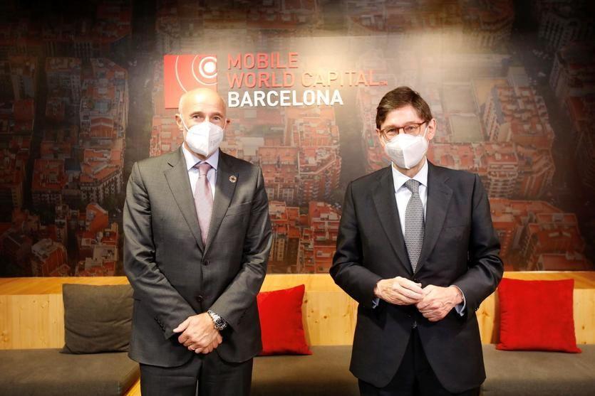Carlos Grau, CEO de Mobile World Capital, y José Ignacio Goirigolzarri, presidente de CaixaBank
