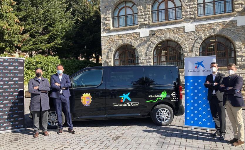 Acuerdo a través de Acción Social con Fundación y el Ayuntamiento de Sallent de Gállego para la cesión de un vehículo en el marco de otro proyecto solidario denominado 'Fórmula Solidaria'
