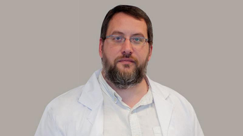 Doctor Antonio Serrano: 'Para aliviar un dolor crónico no suele bastar con tomar medicamentos'
