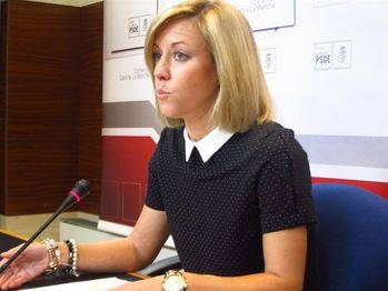 'Cospedal ha soltado su escaño en las Cortes en cuanto ha podido'