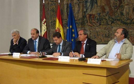 Junta y agentes sociales firman un Acuerdo de Recuperación Económica y Social