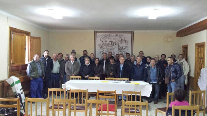 Alcaldes de la Sierra Norte durante la reunión