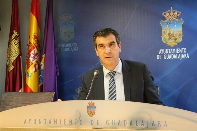 Antonio Román organiza el Ayuntamiento sin dar competencias a Ana Guarinos a la espera de...¿la Diputación?