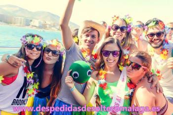 Málaga inaugura las fiestas de despedidas en barco más esperadas