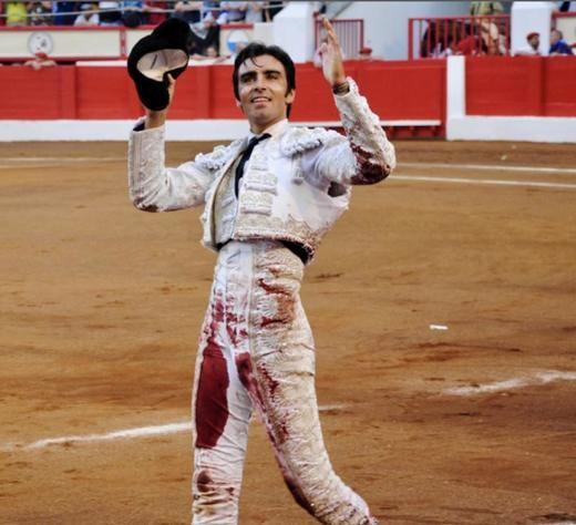 Feria de Santiago: Perera sale a hombres y Pablo Aguado pone el toreo caro