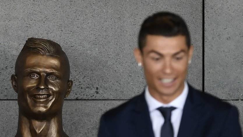 El horrible busto de Cristiano Ronaldo para 'su' aeropuerto: los memes ya arrasan