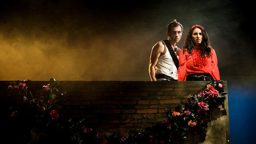 Crítica de la obra de teatro 'Castelvines y monteses': amor y alegría verso a verso, nota a nota