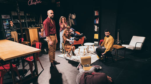 Crítica de la obra de teatro 'Cluster': resistir o morir a los treinta y tantos