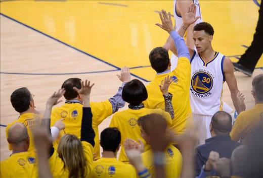 NBA: los 'Guerreros' de Stephen Curry, a una sóla victoria del título de campeones