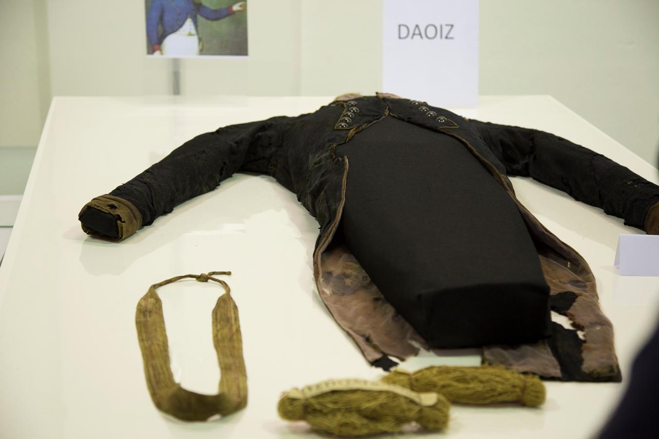 La casaca de Luis Daoíz y el 'falso' sudario de Velarde, protagonistas en el Museo del Ejército