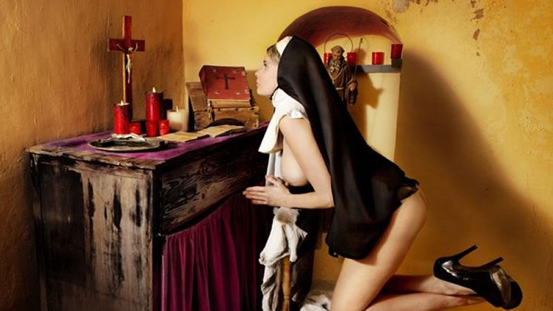 María Lapiedra, otra actriz porno que se pasa a la provocación: una Virgen María desnuda