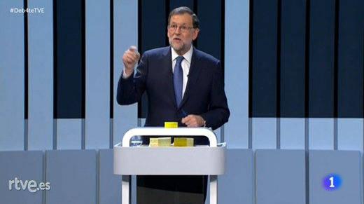 Las anécdotas y curiosidades del 'debate a cuatro': los 'post it' de Rajoy y la 'pinza' PP-Podemos