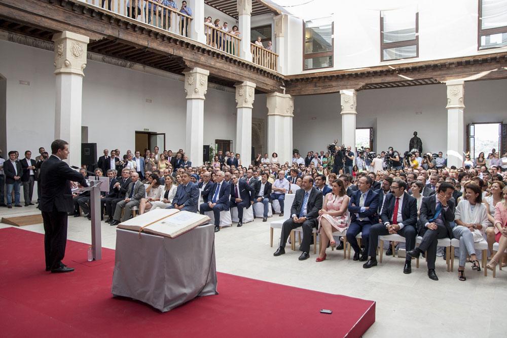 El presidente de Castilla-La Mancha pide a sus consejeros que formen