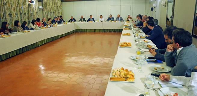 Cospedal seguirá liderando la oposición en Castilla-La Mancha aún sin sentarse en las Cortes regionales
