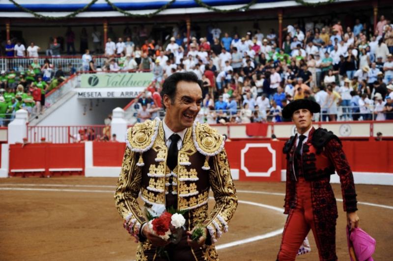 'El Cid' se despide feliz de Santander y De Justo triunfa con el toreo de verdad