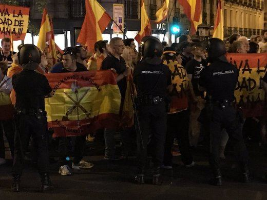 La ultraderecha entra en escena y pide violencia en Cataluña: