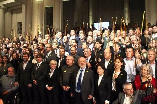 ¿Quién ha pagado el viaje de los 200 alcaldes independentistas a Bruselas?