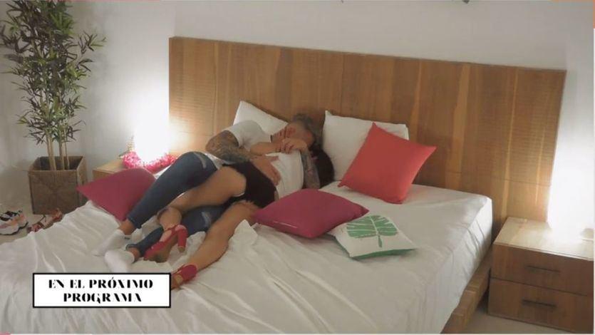 'La isla de las tentaciones': Andrea y Óscar, sin control, terminan en la cama
