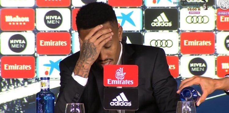 Militao se marea durante su presentación con el Real Madrid y las redes se inundan de memes