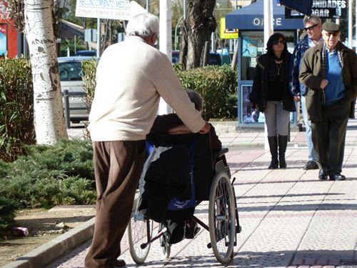 La Junta incorpora a 43 interinos cesados en 2012 que agilizarán expedientes de personas dependientes