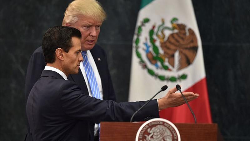 Peña Nieto no arranca una disculpa de Trump y encima éste le vacila: 'México aún no lo sabe, pero pagará el muro'