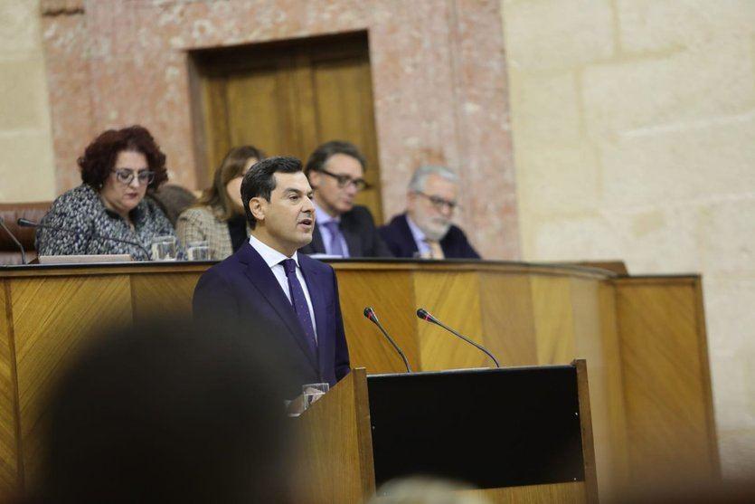 Cambio, diálogo y críticas a la gestión socialista: las claves del discurso de investidura de Juanma Moreno