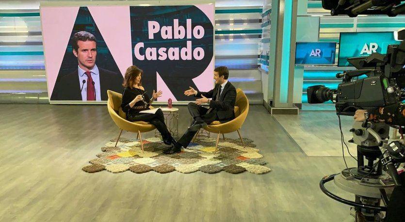 Casado hace campaña contra Rivera recordando que pactó con Sánchez y Susana Díaz