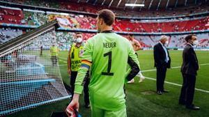 La UEFA rectifica tras su enorme traspié con el brazalete LGTBI de Neuer en la Eurocopa