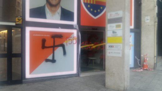 La sede de Ciudadanos en Barcelona, atacada por radicales con pintadas de cruces nazis