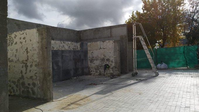 El Ayuntamiento de Madrid retira las placas de los fusilados por el franquismo que se colocaron con Carmena