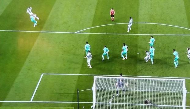 Las 3 jugadas claves del VAR que dieron la victoria y el liderato al Real Madrid en Anoeta